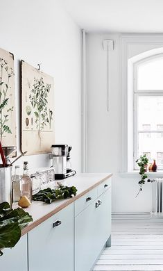 Bright white home with a vintage touch - via Coco Lapine Design blog | Pinned to Nutrition Stripped | Kitchen