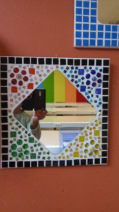 Mirror Mosaic, Mosaic Art, Mosaic Glass, Mirror Work, Suncatchers, Decoupage, Diy And Crafts, Mexican, Woodworking