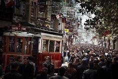 David Drebin, Istanbul Lovers,  2011, Digital C Print. http://contessagallery.com/artist/David_Drebin/works/list/?page=1
