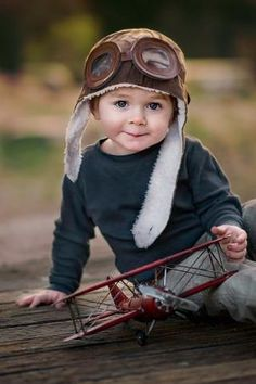 Great children photography idea Biggles hat and plane make it extra cute, but it's the great eye contact that does it! So Cute Baby, Baby Kind, Baby Love, Cute Babies, Cute Baby Smile, Chubby Babies, Precious Children, Beautiful Children, Beautiful Babies