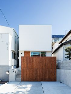Two Walls One House is a minimalist residence located in Hiroshima, Japan, designed by Fumiko Takahama Architects Vestibule, Minimalist Home, Family Activities, Building, Outdoor Decor, Hiroshima, Design, Houses, Ideas