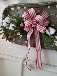 Seasons Greetings: Unique Wreaths, Swags, And Door Decor To Welcome Holiday Guests In Style Christmas Greenery, Christmas Mantels, Christmas Decorations, Rustic Christmas, Holiday Wreaths, Holiday Crafts, Holiday Decor, Welcome Holidays, Winter Holidays
