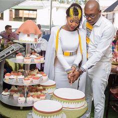 I love tradition ... FOLLOW US 🙏🏻💛💍😃#tshepowedsrachel #bride #bridal #wedding #beauty #beautiful #elegant #classe #african #africanwedding #culture #grace #graceful #quotes #inspiation #fashion #design #togowedding #bridal #bridalshower #style #design #africa #africanfashion #ankara #purpose #inspiration #inspirational #togolesewedding #purpose #ankara #God