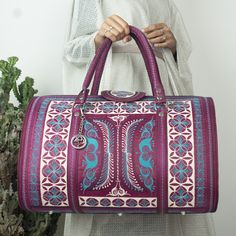 Just as the name implies, this handmade bag is perfect for a weekend getaway. Take it on the plane as your carry-on or as your overnight bag and turn heads! #weeknderbags #bandabags #bags #veganbags