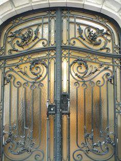 Make every detail counts with our selection of hotel doors Door Entryway, Entrance Doors, Front Door Design, Gate Design, Old Doors, Windows And Doors, Art Nouveau, Hotel Door, Veuve