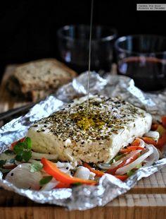 Queso feta con verduras en papillote. Receta fácil rápida y sabrosa
