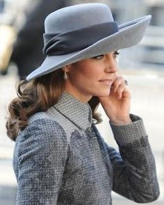 Catherine, Duchess of Cambridge attends the Commonwealth Observance Day Service at Westminster Abbey on March 2016 in London, United Kingdom. hats The Duchess of Cambridge revives wide-brimmed hats thanks to Princess Diana's favourite milliner Moda Kate Middleton, Estilo Kate Middleton, Kate Middleton Fashion, The Duchess, Princesa Kate Middleton, Herzogin Von Cambridge, Estilo Real, Wide Brimmed Hats, Prince William And Kate