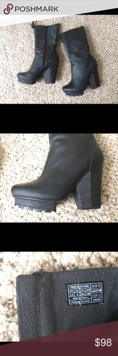 Tsubo Braeden Boots, Black, 8.5 M Premium leather upper with laces and a side zipper, rubber sole, latex foam footbed. Great condition, worn only a couple times Tsubo Shoes Heeled Boots