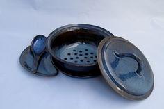 vasilha para cozinhar legumes no vapor. esmalte azul manchado brilhante. Queima em forno elétrico a 1220C