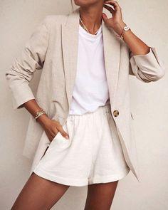 "212 Gostos, 0 Comentários - Style It Up Blog (@styleitup.news) no Instagram: ""Tons claros para enfrentar o calor 😎☀️ [📷 via Pinterest]"" Looks Street Style, Looks Style, Spring Summer Fashion, Winter Fashion, Look Fashion, Fashion Outfits, Classy Fashion, Gothic Fashion, Fashion 2017"