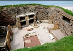 Stepping Back in Time at Skara Brae: A Neolithic Settlement in the Heart of Prehistoric Orkney Scotland Tourist Attractions, Scotland Map, Orkney Islands, Uk Holidays, Exotic Places, Lost City, Old Building, Archaeological Site, Prehistoric