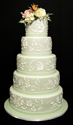 Amazing wedding cakes photos some inspiration for your cake design? A collection of our favourite (and very delicious looking) wedding cakes. Floral Wedding Cakes, Elegant Wedding Cakes, Elegant Cakes, Wedding Cake Designs, Cake Wedding, Floral Cake, Purple Wedding, Gold Wedding, Wedding Cake White