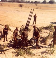 SA soldiers with a captured yugoslavian AA 20 gun Military Art, Military History, Brothers In Arms, Defence Force, African Beauty, Special Forces, Armed Forces, Warfare, Military Vehicles