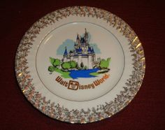 Vintage 1970's Walt Disney World MAGIC KINGDOM CASTLE COLLECTOR'S Plate