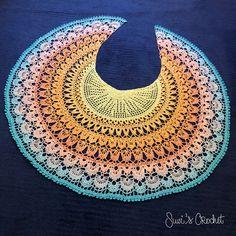 Birds of Paradise Shawl - free crochet pattern from Suvi's Crochet Crochet Shawl Diagram, Crochet Shawl Free, Crochet Shawls And Wraps, Crochet Scarves, Crochet Clothes, Crochet Lace, Feather Pattern, Crochet Woman, Crochet Projects