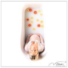 Photographe Bain de Lait en région parisienne, pour immortaliser votre ventre rond avant l'arrivée de bébé ! Slippers, Studio, Milk Bath, Baby Arrival, Baby Born, Photography, Bebe, Slipper, Studios