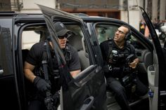 An elite special-ops team inside the US Secret Service - The U. Secret Service Counter Assault Team (CAT), men in all black & heavy tactical gear. Swat Police, Military Police, Military Weapons, Police Officer, Police Truck, Service Counter, Executive Protection, Private Security, Security Companies