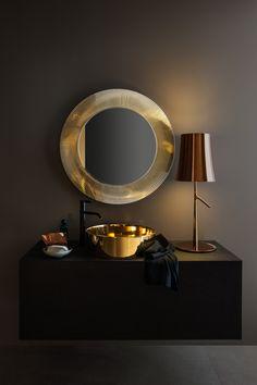 Salle de bain Kartell by Laufen, vasque et miroir coloris or, meuble wengé. Au show-room David B à Paris