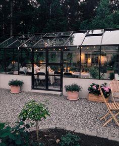 Garden Cottage, Home And Garden, Outdoor Living Rooms, Unusual Homes, Garden Studio, Glass House, Dream Garden, Garden Furniture, Backyard Landscaping