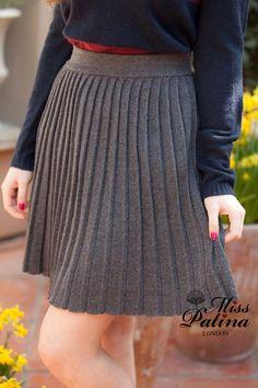Accordion Skirt in grey Accordion Skirt, Gray Skirt, Wool Skirts, Style Me, Midi Skirt, Chic, Grey, Casual, Model