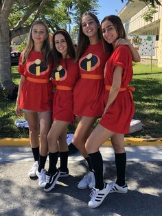Simple and Easy DIY Superhero Costume DIY Unglaublichen Kostüm Teen Cute Group Halloween Costumes, Superhero Costumes Kids, Celebrity Halloween Costumes, Fete Halloween, Cute Costumes, Super Hero Costumes, Halloween Outfits, Teen Costumes, Disney Group Costumes