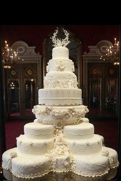 I want their cake! :) Royal Wedding Cake - Prince William and Kate MiddletonI want their cake! :) Royal Wedding Cake - Prince William and Kate Middleton Huge Wedding Cakes, Beautiful Wedding Cakes, Gorgeous Cakes, Wedding Cake Designs, Dream Wedding, Cake Wedding, Royal Wedding Cakes, Glamorous Wedding, Royal Cakes