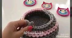 Cesto em crochê Como fazer cesto em crochê Learn the rudiments of how to crochet, at the very first. Crochet Basket Pattern, Crochet Motif, Crochet Designs, Crochet Stitches, Knit Crochet, Crochet Diagram, Crochet Storage, Crochet Hooks, Knitting Patterns