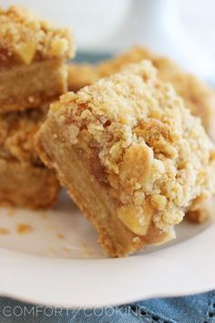 Spiced Apple-Caramel Crumble Bars
