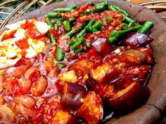 Sambal Raja (Sambal Kutai) Indonesian Cuisine, Indonesian Recipes, Sambal Recipe, Low Calorie Dinners, Malaysian Food, Asian, Spicy Recipes, Chutney, Food And Drink