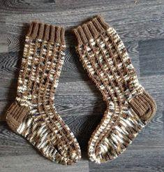Janitan kätösistä: Kerrosrivinousu sukat - ohje