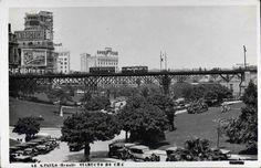 """1930 - Viaduto do Chá - Edifício Saldanha em Construção - Gustavo Prugner """"Possivelmente a imagem seja de 1930/1932, visto que o edifício Saldanha Marinho ainda está construção e seria inaugurado em 1933. O prédio com o anúncio da Chevrolet faz parte do conjunto de edifícios do Conde Prates (Palacetes Prates), nessa época sediava o jornal A Noite. Seria demolido anos depois, para a construção do edifício Matarazzo. E o prédio com o anúncio da Goodyear é o Palacete Riachuelo (ainda…"""