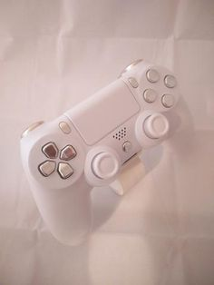 Resultado de imagem para dualshock 4 white and silver Ps4 Controller Custom, Nerd Stuff, Cool Stuff, Playstation Consoles, Gaming Accessories, Videogames, Sony, Room Ideas, Games