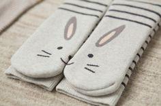 Calcetines conejito de Oysho.