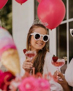 Party as if it were the last 🍷 📷 Drink Pink, Like A Rock, Kurt Cobain, Lifestyle, Stars, Glasses, Rose, Party, Friday