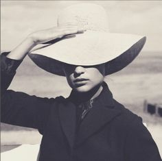 Alicia Vikander Vogue UK August 2016 - instagram.com/blueberrymodern