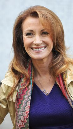 Jane Seymour With Cascading Carmel-Kissed Locks Vintage Hollywood, Hollywood Glamour, Classic Hollywood, Jane Seymour Hot, James Bond Women, Dr Quinn, Female Actresses, Very Long Hair, Skin Makeup