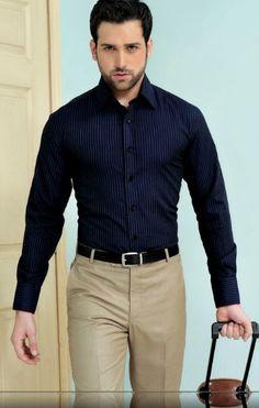 Hombre de oficina sin corbata