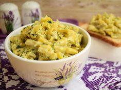 Pentru că piețele abundă de păstăi de fasole de toate tipurile, să profităm de gustul lor și să preparăm o delicioasă Salată din păstăi galbene de fasole cu maioneză și usturoi, gustoasă și răcoroasă ce își poate face loc la orice... Romanian Food, Pasta Salad, Potato Salad, Macaroni And Cheese, Appetizers, Potatoes, Orice, Cooking, Ethnic Recipes