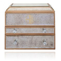 DDG Christmas Gift Guide: 34 luxe pressie ideas well worth the splurge - Credit cards, start your engines — it's time to splurge on some indulgent Christmas pressies that will put a smile on even Scrooge's dial! These designer Jewellery Boxes, Jewellery Storage, Jewelery, Magnetic Earrings, Jewelry Accessories, Jewelry Design, Bohemian Jewellery, Jewelry Chest, Christmas Gift Guide