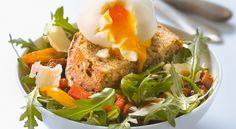 Salade aux oeufs mollets et pain aux céréales