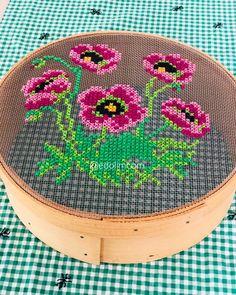🌺🌸 Travel to Germany başla started siniz - - Cross Stitching, Cross Stitch Embroidery, Hand Embroidery, Crochet Flower Tutorial, Crochet Flowers, Modern Cross Stitch Patterns, Cross Stitch Charts, Embroidery Designs, Cross Stitch Flowers