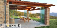 Vetrate scorrevoli in parallelo Panoramik applicate su portico in legno. Gazebo, Patio, House, Houses, Decks, Italia, Kiosk, Terrace, Deck Gazebo
