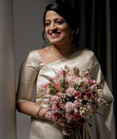 Christian Wedding Dress, Christian Bridal Saree, Christian Bride, White Saree Wedding, White Wedding Dresses, Dress Wedding, Saree Wearing Styles, Indian Bridesmaid Dresses, Kerala Bride