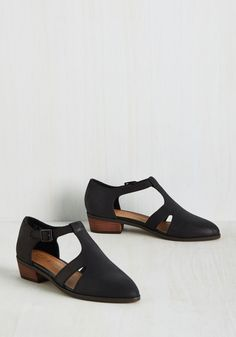 A Strong Stroll Model Flat. Go from style icon student to polished fashion pedagog by sporting these leather flats from Kelsi Dagger Brooklyn! #black #modcloth