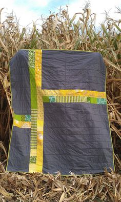 plus quilt back in corn Quilting Tutorials, Quilting Projects, Quilting Designs, Quilting Tips, Quilt Design, Backing A Quilt, Quilt Border, Big Block Quilts, Plus Quilt