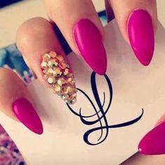 DIY Nails Art :DIY Stiletto Nails  : GlamyMe - Nail Polish