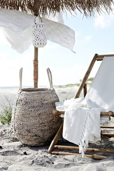 Classic fresh white and sand! Summer style at its best! Summer folding beach lounger with a beach umbrella! Huge white woven basket to hold beach essentials likes towels, lotions, snacks and beverages! Spring Summer 2016, Summer Of Love, Summer Beach, Ibiza, Summer Breeze, Summer Vibes, Estilo Tropical, Am Meer, Beach Cottages