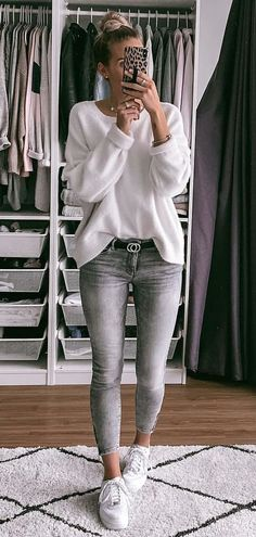 Insane Spring Outfits To Copy ASAP – Anja Carina C. Insane Spring Outfits To Copy ASAP gray jeans and white sweater Outfit Jeans, Sweater Outfits, Outfits With Gray Jeans, White Sweater Outfit, Sweater Fashion, Pullover Outfits, White Jumper, Gray Sweater, Jean Outfits