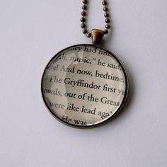 Harry Potter Book Page Necklace! EEeeee.