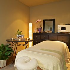 """Calixica's """"Pink Rose"""" massage room"""